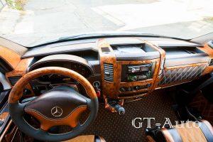 Обшивка торпедо в туристическом автобусе Mercedes