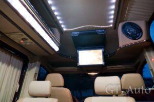 Выездной каркас TV в персональном автобусе Мерседес Спринтер