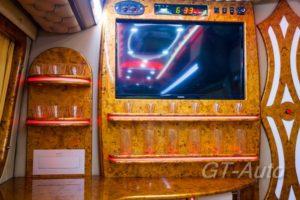 """Монтаж TV в персональном автобусе класса """"Люкс"""" Mercedes-Benz"""